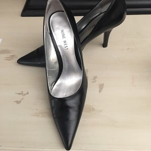 Shoes - SOLD Nine West Classic Black Pump 6M